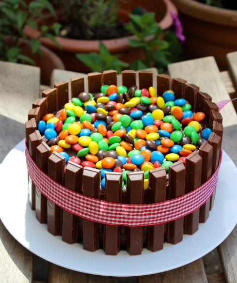 Decorating Cake With Kitkat : M&M Kit Kat Cake What Jessica Baked Next...