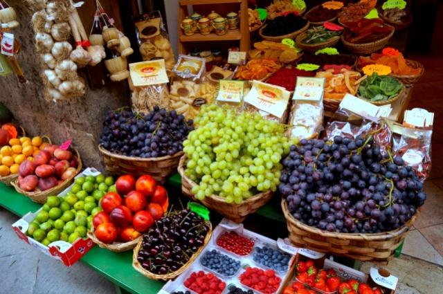 fresh fruit stall siena