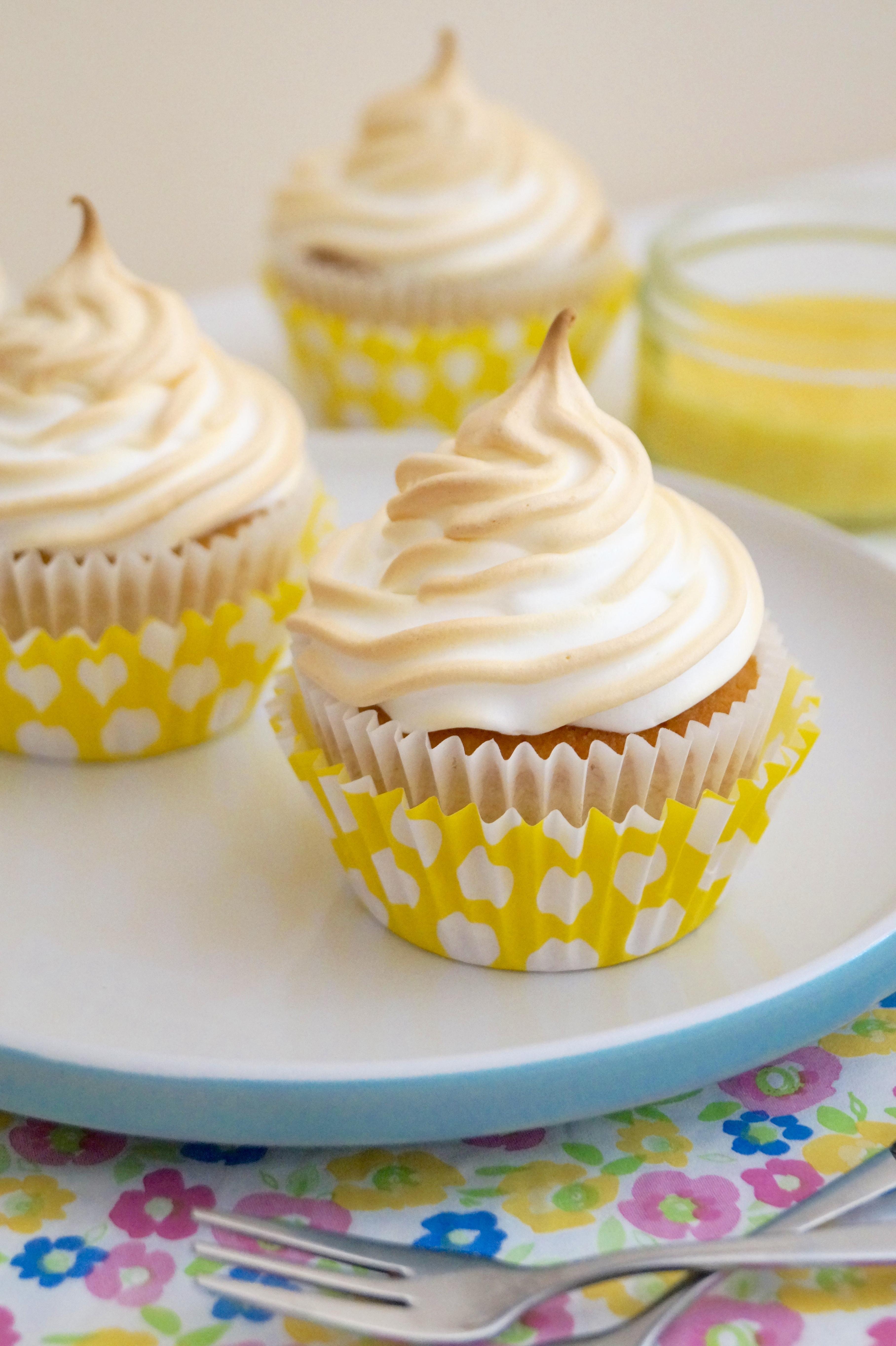 Does meringue require baking?