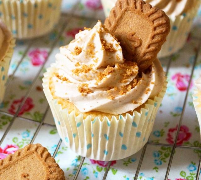 White Chocolate Chip Cupcakes