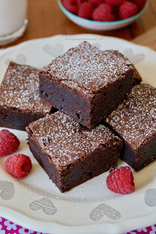 Nov 07, · Brownies are the most amazing dessert on the planet and everyone always wants to make them. So to make it easy for people to make at the snap of a finger - using your microwave!